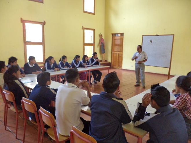 Ramiro con los estudiantes de la Escuela Pavarotti